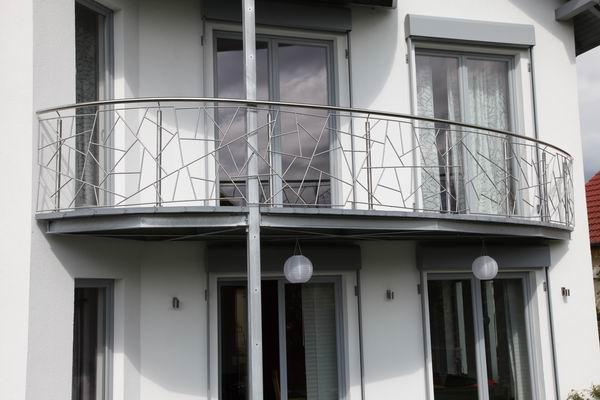 gerade montiert mit die sch nsten balkongel nder die wir je gebaut haben metallgestaltung. Black Bedroom Furniture Sets. Home Design Ideas
