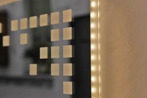 spiegel mit led hinterleuchtung metallgestaltung. Black Bedroom Furniture Sets. Home Design Ideas