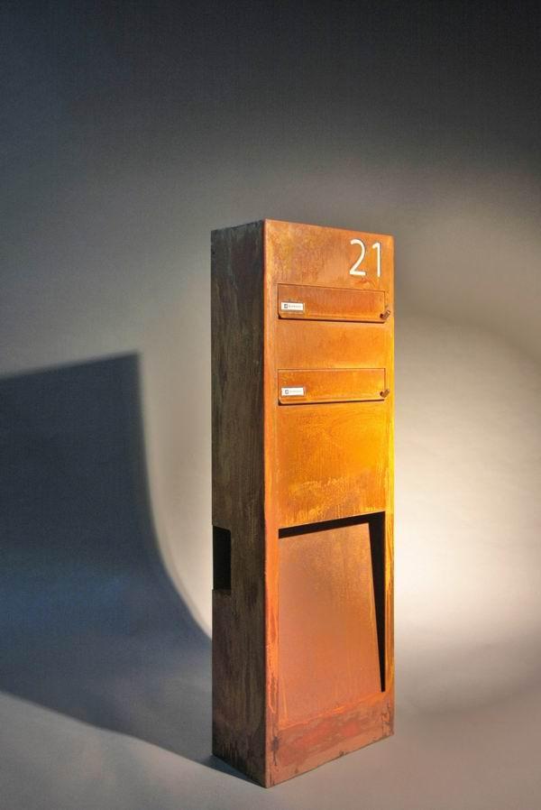 rostiger standbriefkasten mit beleuchtung aus corten stahl. Black Bedroom Furniture Sets. Home Design Ideas