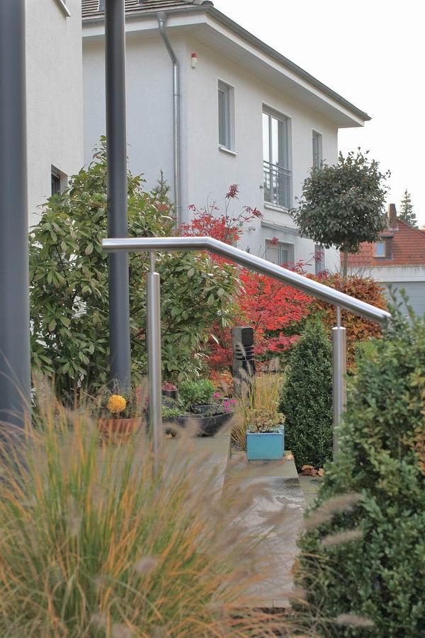 edelstahl gel nder f r eine eingangstreppe metallgestaltung. Black Bedroom Furniture Sets. Home Design Ideas