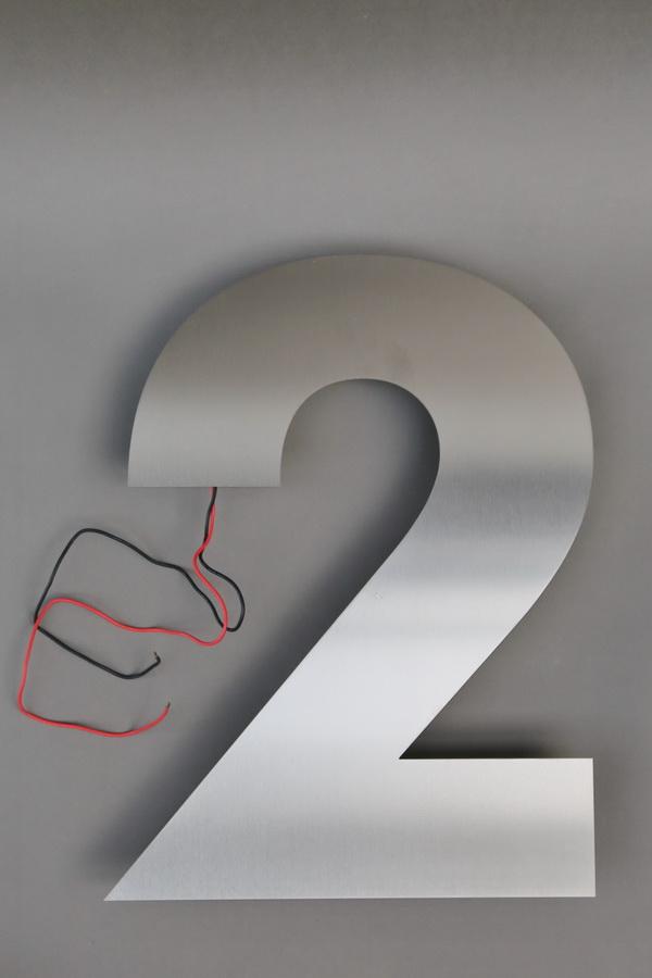 hausnummer 2 aus edelstahl mit led beleuchtung metallgestaltung. Black Bedroom Furniture Sets. Home Design Ideas
